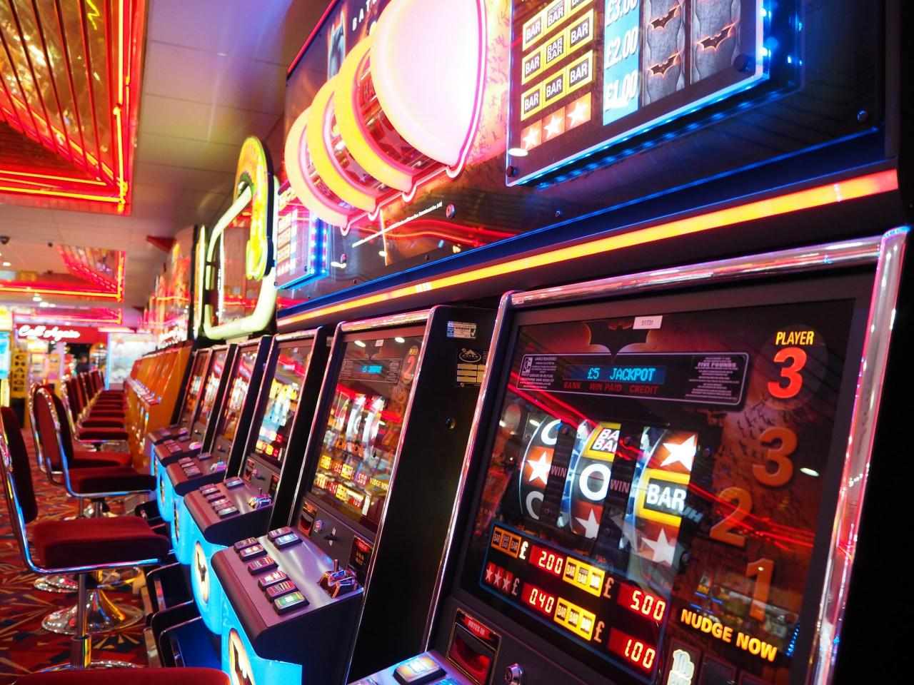 7 Biggest Slot Machine Wins of All Time - The Island Now
